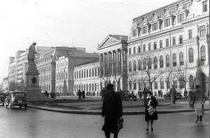 Via București Universitatea văzută de Willy Pragher în anii '40. Little Paris, Bucharest Romania, Amen, Street View, Memories, Wall Art, Country, Places, Buildings