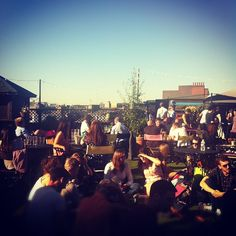 Rooftop @ Queen Of Hoxton Beer Garden in London, GB. This place is popular with Hipsters.