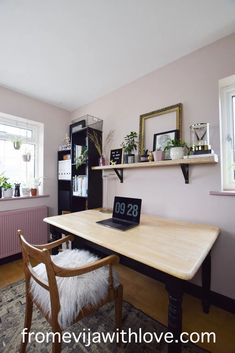 Amazing craft room makeover - soft stone (pink) dulux paint on the walls with black accents and upcycled furniture. Craft room on a budget with lots of storage Upcycled Furniture, Furniture Projects, Painted Furniture, Dark Interiors, Beautiful Interiors, Dulux Paint, Wardrobe Handles, Black Shelves, Office Designs
