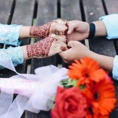 Promise that u will always be there for me. Cute Couple Dp, Photo Couple, Couple Shoot, Couple Dps, Couple Goals, Muslim Couple Photography, Outdoor Wedding Photography, Wedding Photography Poses, Hand Pictures