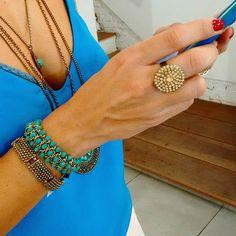 Um mix e uma composicao de cores lindas para um dia de calor! 🌞 Bem vindo verão! Modelo: Elaine Violini @boasmaes Bijus: @carolgregorianalia 🌞❤👏🏖🎁🎄 #bomdia #mix #pulseiras #colares #azul #turquesa #cor #calor #bemvindo #verao #goodmorning #bracelets #necklaces #blue #tuequoise #color #welcome #summer #instacolor #instamood #instagood #instasummer #instalook