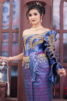 Thai Wedding Dress, Khmer Wedding, Thai Fashion, Womens Fashion, African Fashion, Indian Fashion, Drape Dress Pattern, Peplum, Bodycon Dress