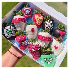 Hot Chocolate Gifts, Chocolate Covered Treats, Chocolate Dipped Strawberries, Chocolate Hearts, Strawberry Ideas, Strawberry Dip, Pretty Birthday Cakes, Birthday Box, Cupcake Cakes