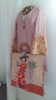 altes Seidentuch schmückt Taschencover. Upcycling