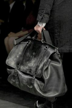 Best travel bags for women. Absolutely amazing weekend travel bags for women or even get travel cosmetic bags for women Click Visit link for more info . Travel bags for women. My Bags, Purses And Bags, Old School Style, Fashion Bags, Mens Fashion, Oldschool, Dolce And Gabbana Man, Well Dressed Men, Men's Grooming