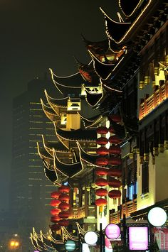 Yuyuan Garden, Shanghai China  http://www.travelandtransitions.com/destinations/destination-advice/asia/shanghai-china-shanghai-expo-the-bund-yu-garden-and-beyond/