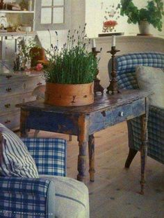Blue plaid country room