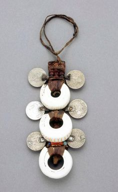Morocco | Saharan pendant; Leather, shell and metal | African Museum (Belgium) Collection; acquired 1989
