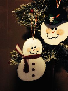 Snowmen made from wood slices