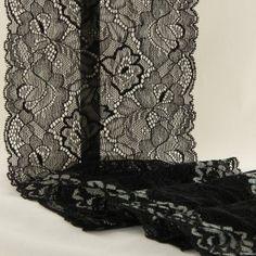 1,50 €TTC    Dentelle de calais noire, pour vos créations de sous-vêtements et lingeries fines.  Extensible dans la longueur ainsi que dans la largeur.      Largeur : 15 cm;     Composition : polyamide et élasthanne.
