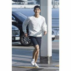 cool Kim Soo Hyun - [08/21/15] Photo from Incheon Airport. Kim Soo-hyun traveled to Australia to shoot the brand Beanpole Outdoor.