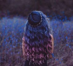 Dark Blue to Purple Ombre Hair Hair 25 Amazing Blue and Purple Hair Looks Hair Dye Colors, Cool Hair Color, Hair Styles With Color, Curly Hair Colours, Hair Goals Color, Coloured Hair, Dye My Hair, Curly Hair Dye, Curly Purple Hair
