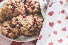 Superherkulliset puolukka-kaurakeksit - ohje blogissa! #puolukka #resepti #cookies #leivontaohje #leivonta #diy #puolukkakeksit #kaurakeksit #joulu #pikkujoulut #ikea #christmas #xmas Vegan Protein, Vegan Vegetarian, Vegan Food, Margarita, Cereal, Vegan Recipes, Muffin, Cookies, Breakfast