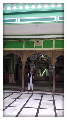 Janab Salamatullah Naqshbandi, descendant of Khwaja Baqi Billah and mujavir. According to Hazrat Khwaja Baqi Billah Tovakkal (trust in Allah) does not mean that a person should not earn his living and become idle. This would be an act of disobedience to Allah
