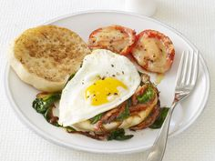 Spinach and Egg Sandwiches from #FNMag make a budget-friendly, high-protein breakfast.