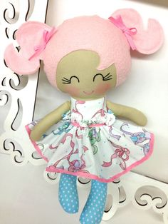 boneca de cabelos rosa