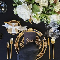 This black + gold tablescape | Casa de Perrin #casadeperin