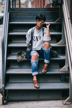 Sweatshirt  NAKD Boyfriend Jeans HM Mules LULUS Harness Purses POTROL.CA