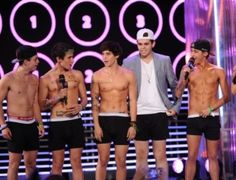 MTV Mobile Blog Style: Drake, Psy, Cody Simpson And More Dudes Bust Out The Pretty At MuchMusic Video Awards