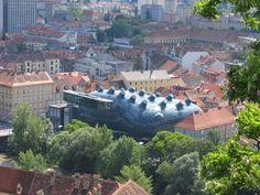 クンストハウス・グラーツアートギャラリー オーストリア第2の都市、グラーツにある現代アートの美術館。まるでナマコのような屋根が印象的だ。 Kunsthaus Graz Art Gallery Austria 's second largest city , a museum of contemporary art in Graz . I like roof is impressive , such as the sea cucumber .