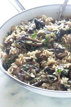 Rice with mushrooms, quick and easy recipe - Rice Recipes Healthy Eating Tips, Healthy Nutrition, Healthy Cooking, Quick Recipes, Quick Easy Meals, Tasty Dishes, Food Dishes, Tagine Recipes, Vegetarian Recipes