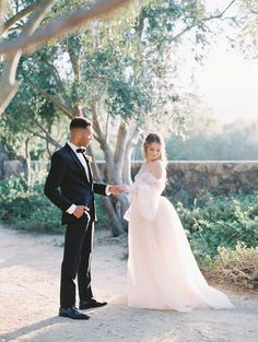 inspo blush How to Seamlessly Blend Dark Colors with Light, Airy Hues for the Ultimate Ethereal Look Tulle Wedding Gown, Wedding Blush, Wedding Dresses, Formal Wedding, Wedding Bouquet, Bridal Hair Half Up Half Down, Groom And Groomsmen Attire, Film Images, Fine Art Wedding Photography