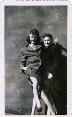 Seduction – 50 Hilarious Vintage Photographs of Women from the 1930s and '40s Showing Us a Little Leg