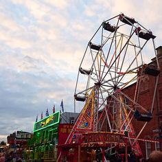 Ilkeston fair   #ilkestonfair #Derby #nottinghamblogger #funfair #nofilter #fridaynight #fridayfun #nofilter #ilkeston #ferriswheel