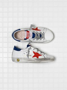 Explore the official Golden Goose Deluxe Brand website and discover our collection of sneakers, clothing, accessories and bags. Enter the GGDB world now. Superstar Sneakers, Tennis Sneakers, Toddler Shoes, Baby Shoes, Baskets Golden Goose, Basket Running, Red Mirror, Kids Clothes Boys, Star Wars