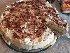 Daim iskake_5 Pudding Desserts, Dessert Recipes, Norwegian Food, How To Cook Shrimp, Pastry Cake, Tart Recipes, Sweet Cakes, No Bake Cake, Love Food