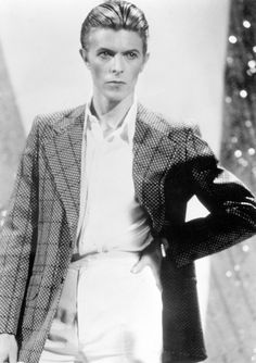 Bowie Style–Since his arrival on the scene in the 1960s, music icon David Bowie and his evolving style has made a fashion stir, inspiring countless fashion trends. Boasting a rich history of personal style statements that continue to deliver even today, from mod and glam to neo-classicist, Bowie's ongoing legacy is seen in everything from...[ReadMore]