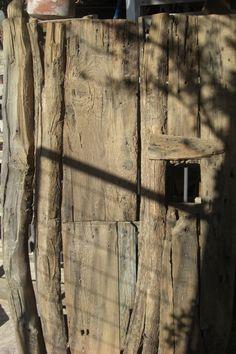 Primitive door        www.kaloriziko.com.gr