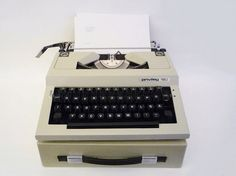 Vintage Privileg 160 Portable Typewriter in Perfect by oppning, €80.00