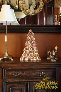 I saw an image  of a Christmas tree made of wine corks on Pinterest  and thought what a great weekend craft for me.  We have been collecting...