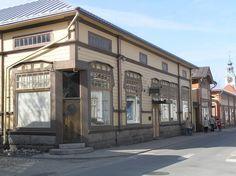Sukkla, Kauppakadun jugendtyyliä.JPG Rakennettu 1857, uusrenessanssi-jugend -asu vuodelta 1910.------jugend style house