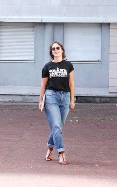 Tee-Shirt @GRANDCANYON Jeans Mum @H&M Chaussures @ERAM Pochette @NEWLOOK