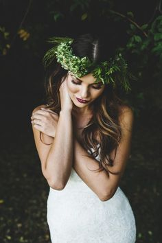 Green hair garland. Hawaii wedding | Destination wedding Hawaii wedding beauty
