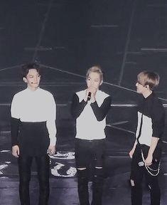 EXO'luXion 150313 : Baekhyun's way of getting Xiumin to hold his hand (1/2)