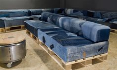 Wooden Pallet Sofa Set Love this for future home Denim Furniture, Recycled Furniture, Pallet Furniture, Home Furniture, Furniture Ideas, Indian Furniture, Recycled House, Recycled Denim, Recycled Crafts