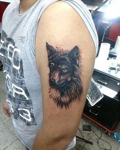 Tatuaje de ayer. Consultas por inbox, WhatsApp +56976334720 o directamente en el estudio Eyzaguirre 588 local 235 comuna de San Bernardo.  #tattoos #tattoo #tatuajes #tatuaje #arte #art #artist #artista #tattooartist  #tatuador #blackandgrey #negroygris #lobo #wolf #realismo #ink #tinta #cultura #chile #sanbernardo #santiago #animals #animales #diseño #bodyart #artecorporal