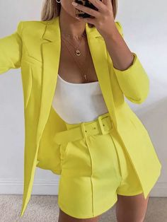 Look Blazer, Blazer And Shorts, Blazer Suit, Belted Shorts, Blazer Dress, Dress Shoes, Mode Outfits, Short Outfits, Fashion Outfits