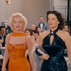Check out all the awesome jane russell gifs on WiffleGif. Including all the gentlemen prefer blondes gifs, marilyn monroe gifs, and vintage gifs. Vintage Glamour, 50s Glamour, Marilyn Monroe Outfits, Marilyn Monroe Costume, Marilyn Monroe Gif, Gentlemen Prefer Blondes, Actrices Hollywood, Norma Jeane, Looks Vintage