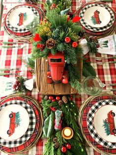 Christmas Table Settings, Christmas Tablescapes, Christmas Table Decorations, Tree Decorations, Holiday Decor, Christmas Table Set Up, Christmas China, Nordic Christmas, Christmas Candles