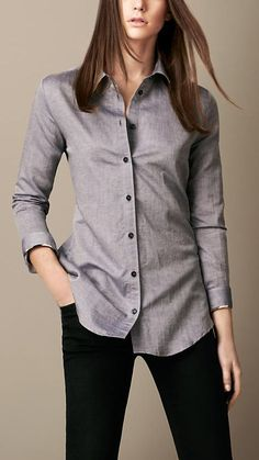 Burberry Brit Cotton Linen Shirt Love linen, except for the wrinkles. Grey Fashion, Work Fashion, Womens Fashion, Camisa Social Jeans, Casual Dresses, Casual Outfits, Fashion Outfits, Estilo Boyish, Grunge Jeans