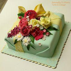 Antonella-Di-Maria cake designer.  Love this beautiful cake <3