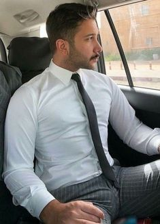 Mens Attire, Mens Suits, Costume Sexy, Moda Formal, Hommes Sexy, Men In Uniform, Well Dressed Men, Suit And Tie, Mens Clothing Styles