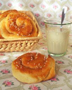 I kanelbullar sono le tipiche brioche svedesi alla cannella, ideali a colazione e a merenda. Scopri la ricetta per prepararle con facilità anche a casa