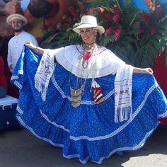 #montunaocueña Bien Hecha  super felizz de lucir este hermoso traje tipico ocueño. Ya quiero volver el otro año #desfiledelasmilpolleras #MilPollerasTVN  #lastablas #hechoenpanama  #tvn ❤ @samureyesch  tas colaoo???
