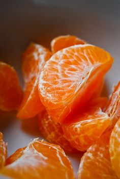 Mandarins are one of the popular fruits of Orange family offering amazing benefits. Read to know 14 top benefits of mandarin oranges for skin, hair & health Fruit And Veg, Fruits And Veggies, Fresh Fruit, Fruit Food, Healthy Vegetables, Veggie Food, Orange You Glad, Orange Is The New, Deco Orange