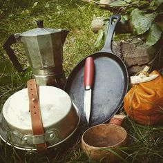 Camp cooking gear and a classic Mora knife - jamar phelps 052 - Buscraft Camping Outdoor Survival Gear, Survival Food, Survival Prepping, Survival Skills, Survival Stuff, Survival Quotes, Camping Survival, Bushcraft Skills, Bushcraft Gear